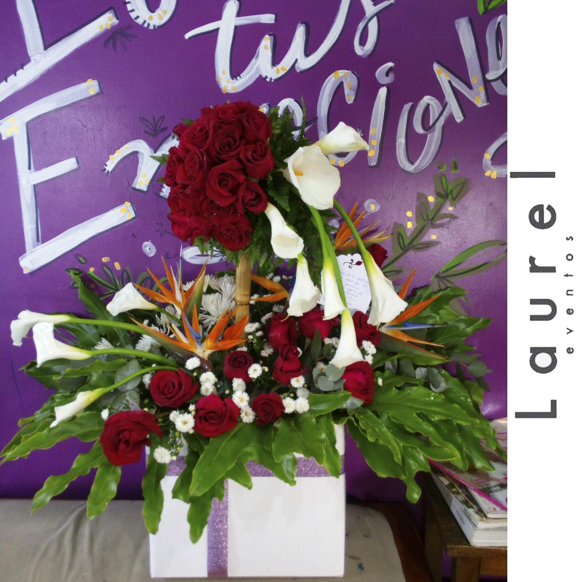 Arreglo Floral Topiario de Rosas