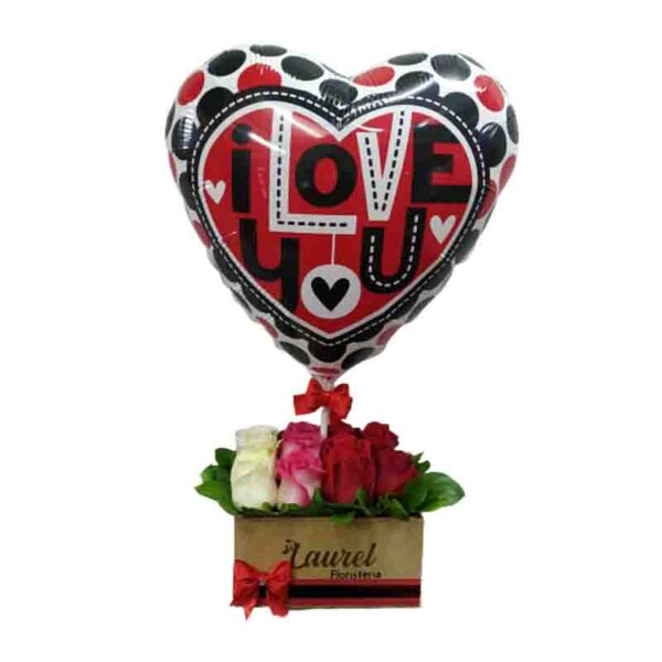 Caja de rosas de colores con globo