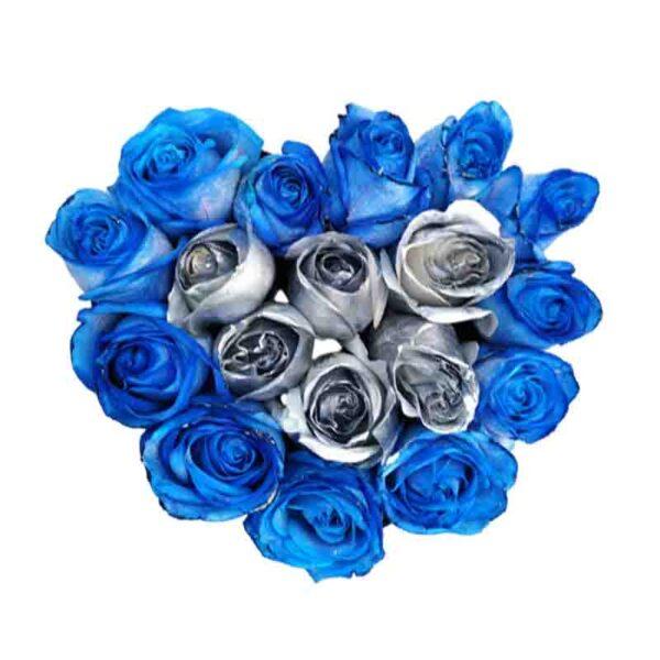 Corazon de rosas azules y rosas plateadas
