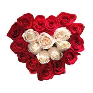 Corazon de rosas rojas y rosas blancas