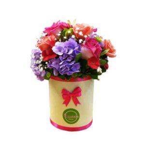 Caja de rosas con flores de colores