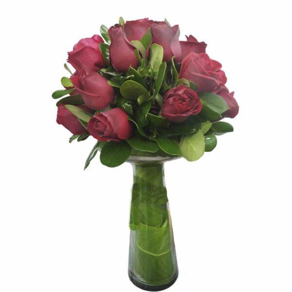 topiario de rosas rojas en florero