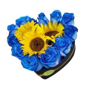 Corazon de rosas azules y girasoles