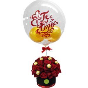 Ramo de rosas rojas y globo transparente