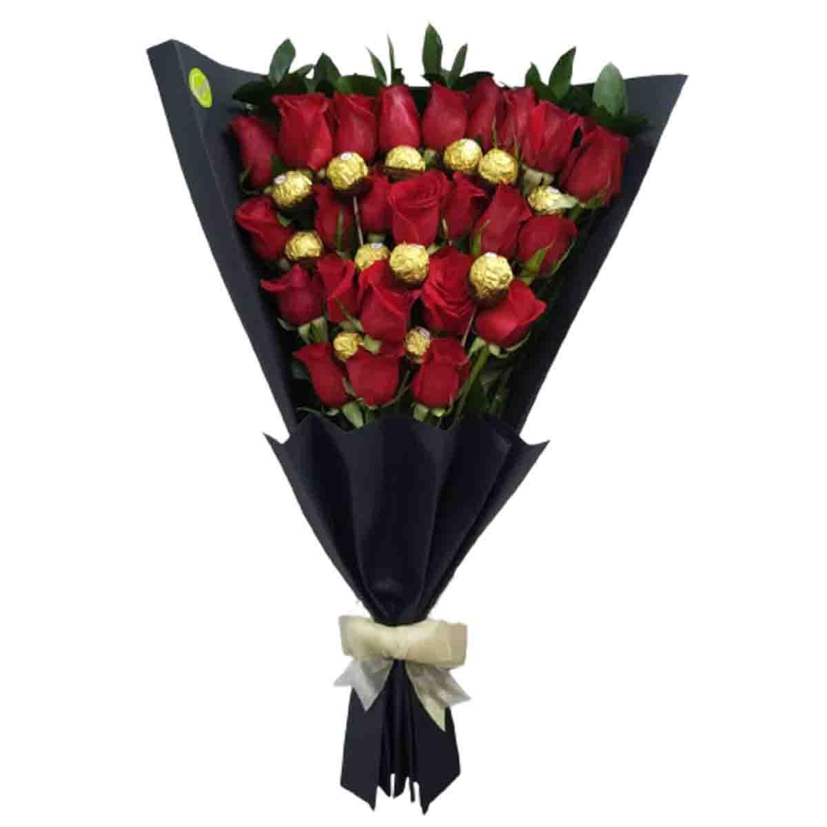 Ramillete de 2 docenas de rosas y una docena de bombones