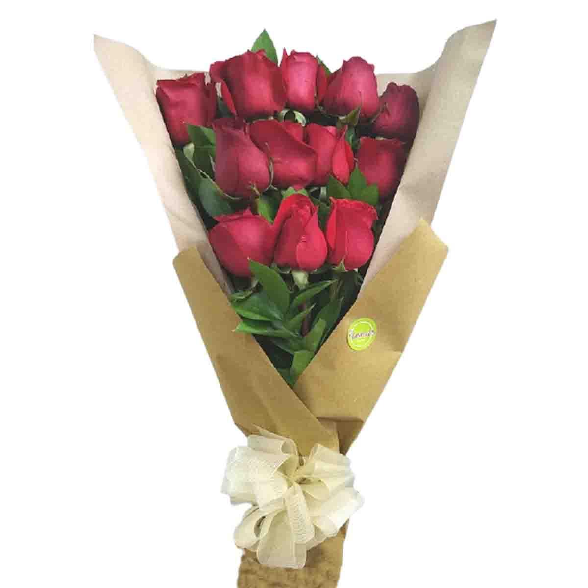 Ramillete de una docena de rosas
