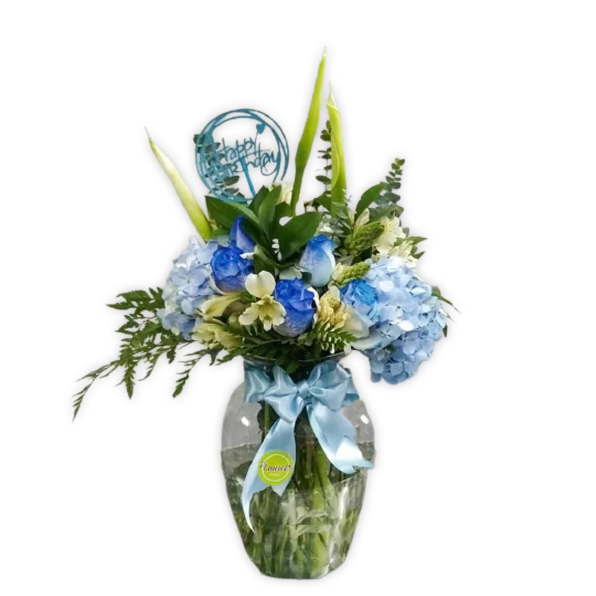 arreglo de rosas azules en florero